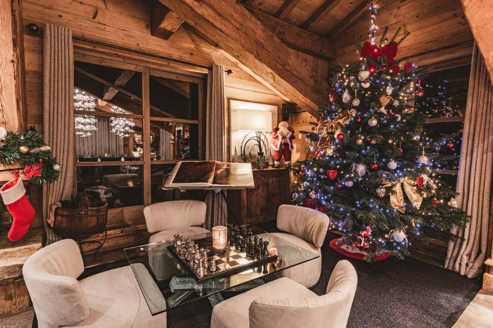 Top Tips For A Perfect Christmas Ski Holiday Leo Trippi In 2020 Ski Holidays Chalet Perfect Christmas
