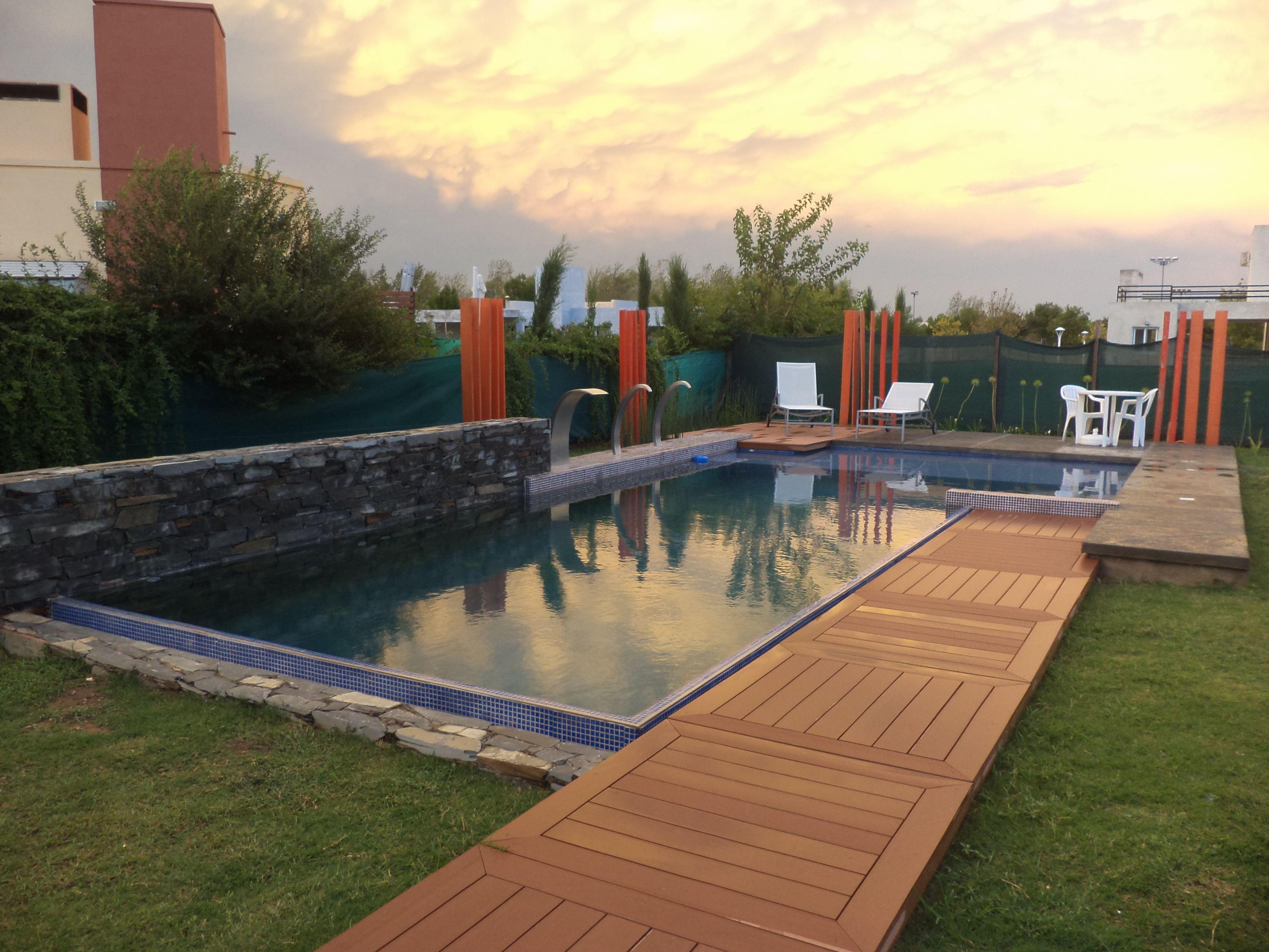 piscina familiar - revestimiento veneciano - deck - muro