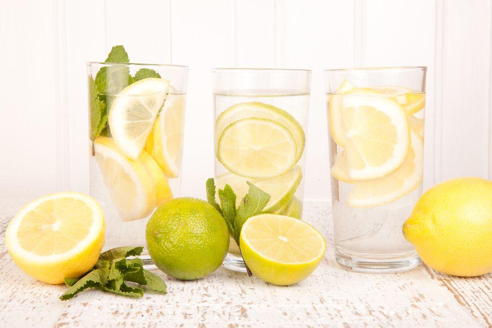 5 Manfaat Minum Air Lemon Hangat Di Pagi Hari Air Lemon Lemon Minuman