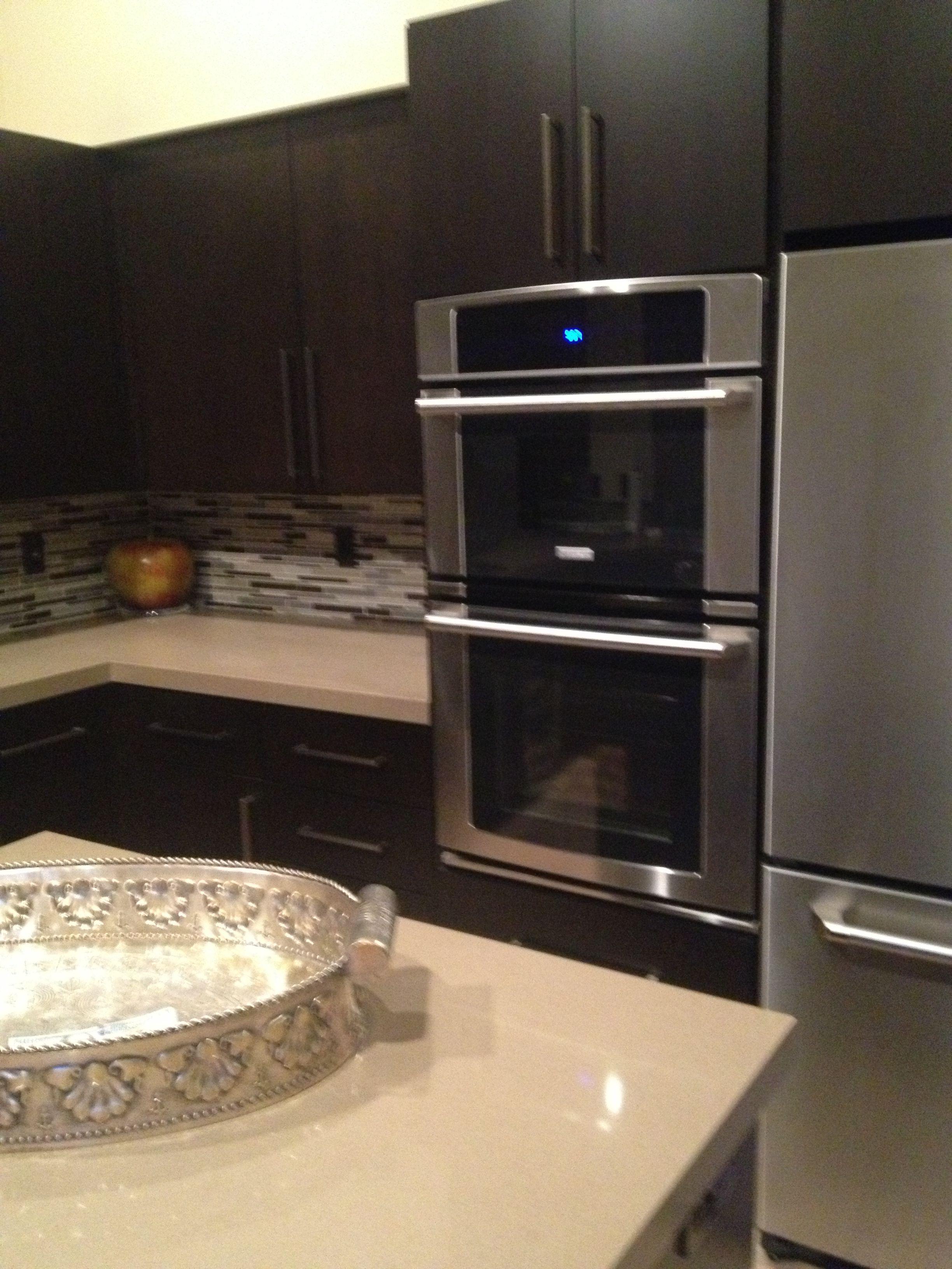 Palm Desert Retreat Kitchen Kitchen Back Splash Akdo Glass Stagger Neutral Blend Clear Ibtsdiego Kitchen Kitchen Remodel Double Wall Oven Home