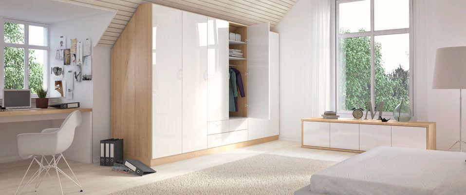 der schrank mit schr ge hinten in den dekoren astfichte und wei hochglanz nutzt optimal den. Black Bedroom Furniture Sets. Home Design Ideas