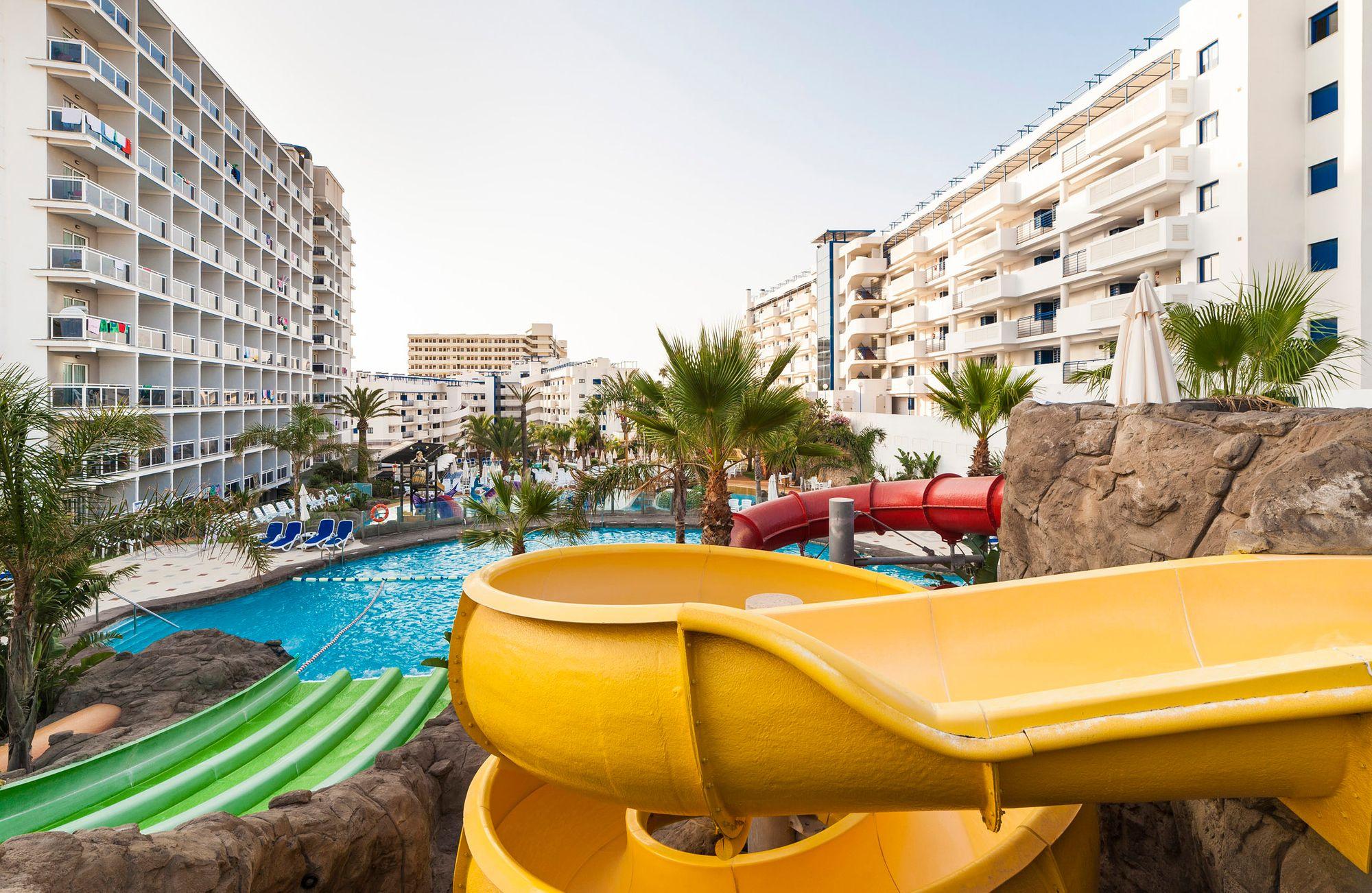 Disfruta De Horas De Diversión En Los Toboganes De Nuestro Hotel Enjoy Unlimited Fun At Our Water Slides Malagahotel Wa Parque Acuatico Hotel Toboganes