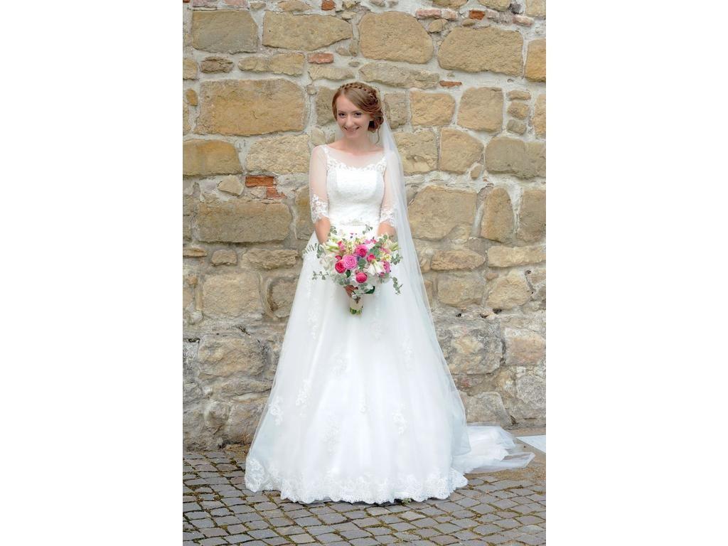 Used wedding dresses near me  Other Romana G Urmanczy Couture  Delicate uac Size   Used