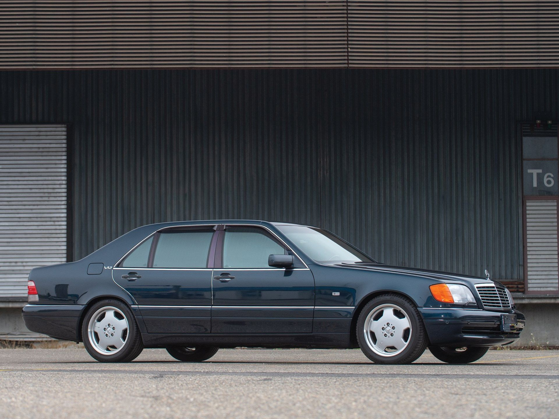 The Mercedes Benz S 600 Represented The Pinnacle Of Automotive Engineering During The 1990s Festooned With Industry Firsts From Benz S Mercedes Mercedes Benz