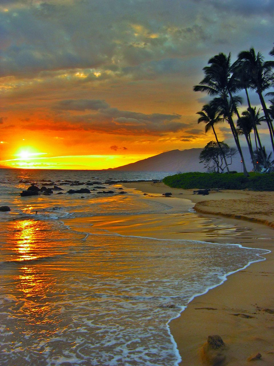Sun is going down at Maui, HI