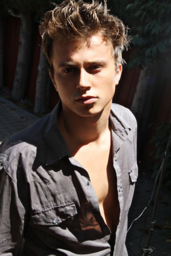 How long have kenny wormald and lauren bennett been dating for three