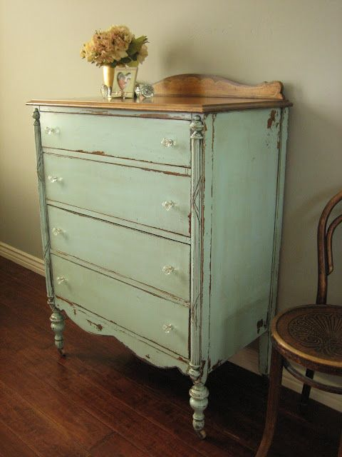 Painted, vintage furniture is so easy to live with- P.S. Vintage find  shoppers! - Painted, Vintage Furniture Is So Easy To Live With- P.S. Vintage