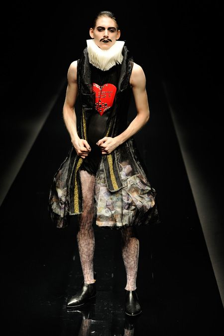 Alice Auaa Spring 2013 Ready-to-Wear (meet Alice in Wonderland)