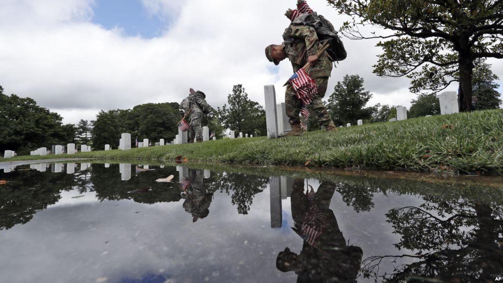 Традиция зародилась после Гражданской войны, позже День памяти стала отмечать вся страна