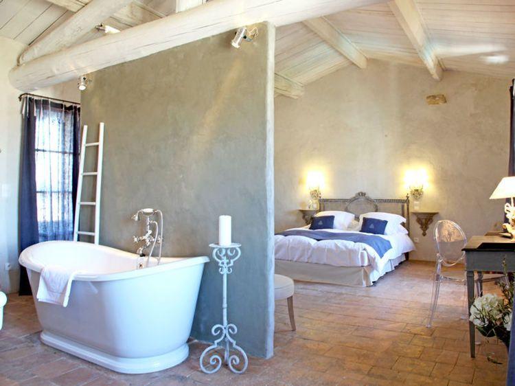 Comment ouvrir sa salle de bains sur la chambre salle for Creer une salle de bain dans un petit espace