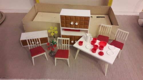 VERO-Puppenmoebel-Wohnzimmer-Puppenstube-DDR-original-Verpackung
