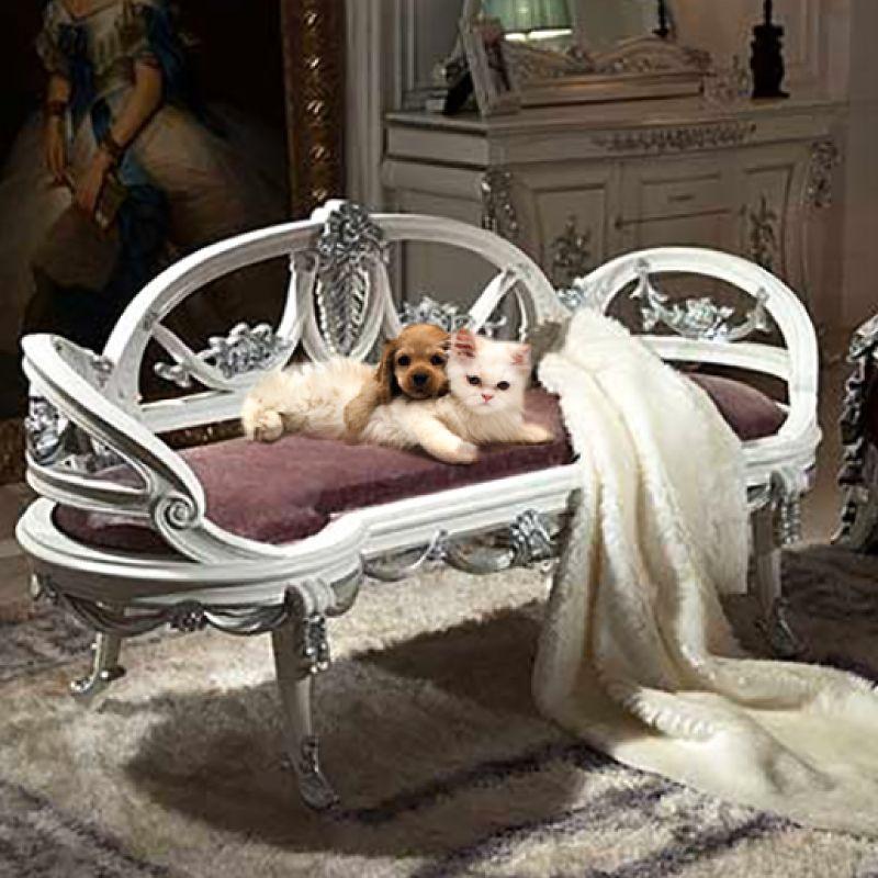 يبدو أن كرتي الفرو الظريفتين هاتين واقعتان بحب مفروشاتنا ولا عجب في ذلك الحذيفة الإمارات أبوظبي Nyc Furniture Furniture Logo Luxury Home Furniture