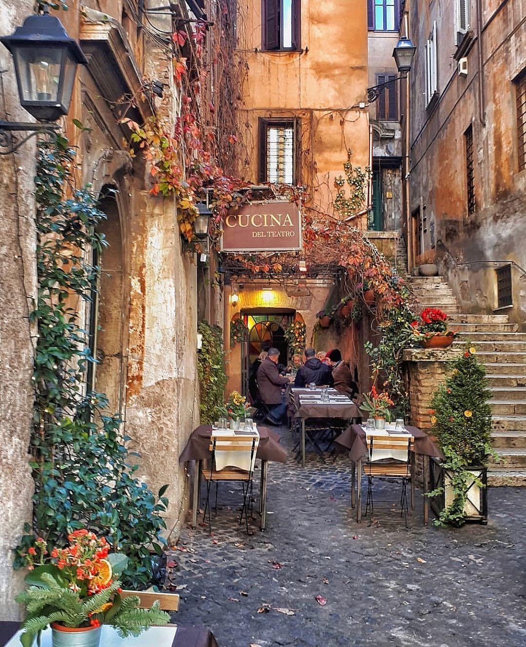 De Italia nos encanta su gente, sus cafés, sus callejones