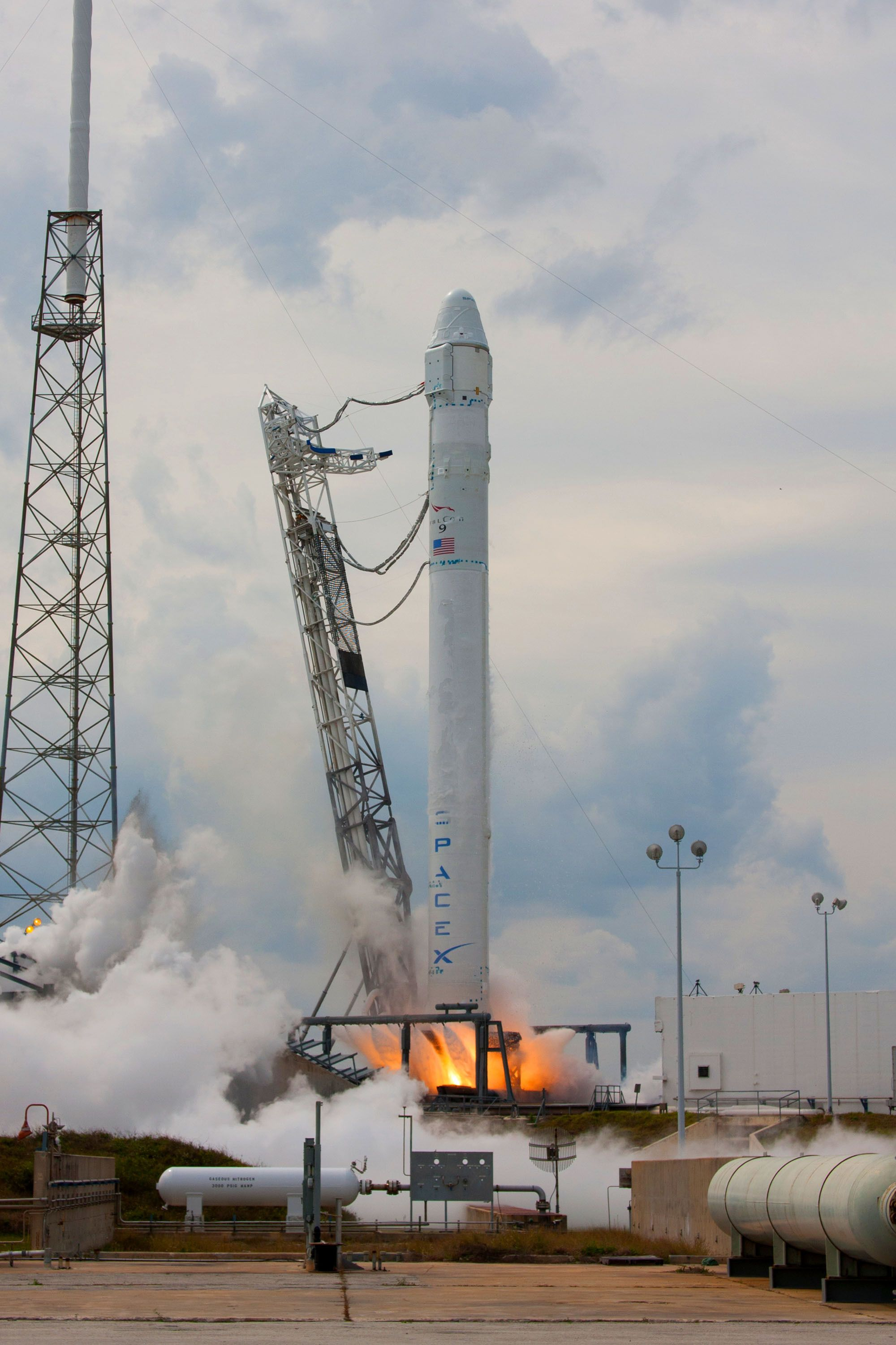 spacex dragon launch today at 9 30 am et watch the 2nd supply trip