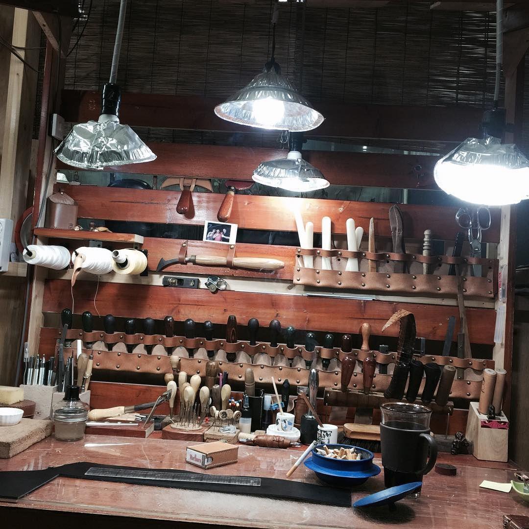 그냥 멍 하니 쳐다봤다.. #치리 #치리작업실 #leatherwork #leathercraft #leathertools #workroom #