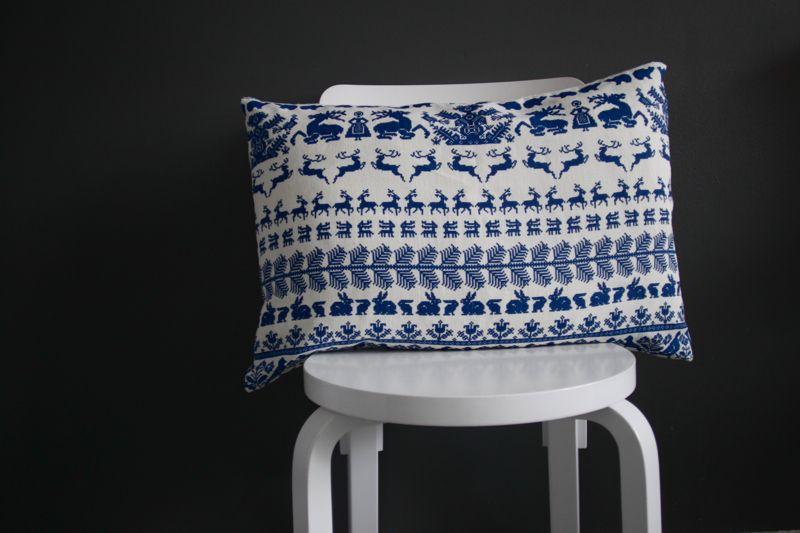 Pretty cushion on a chair via timeoftheaquarius.com