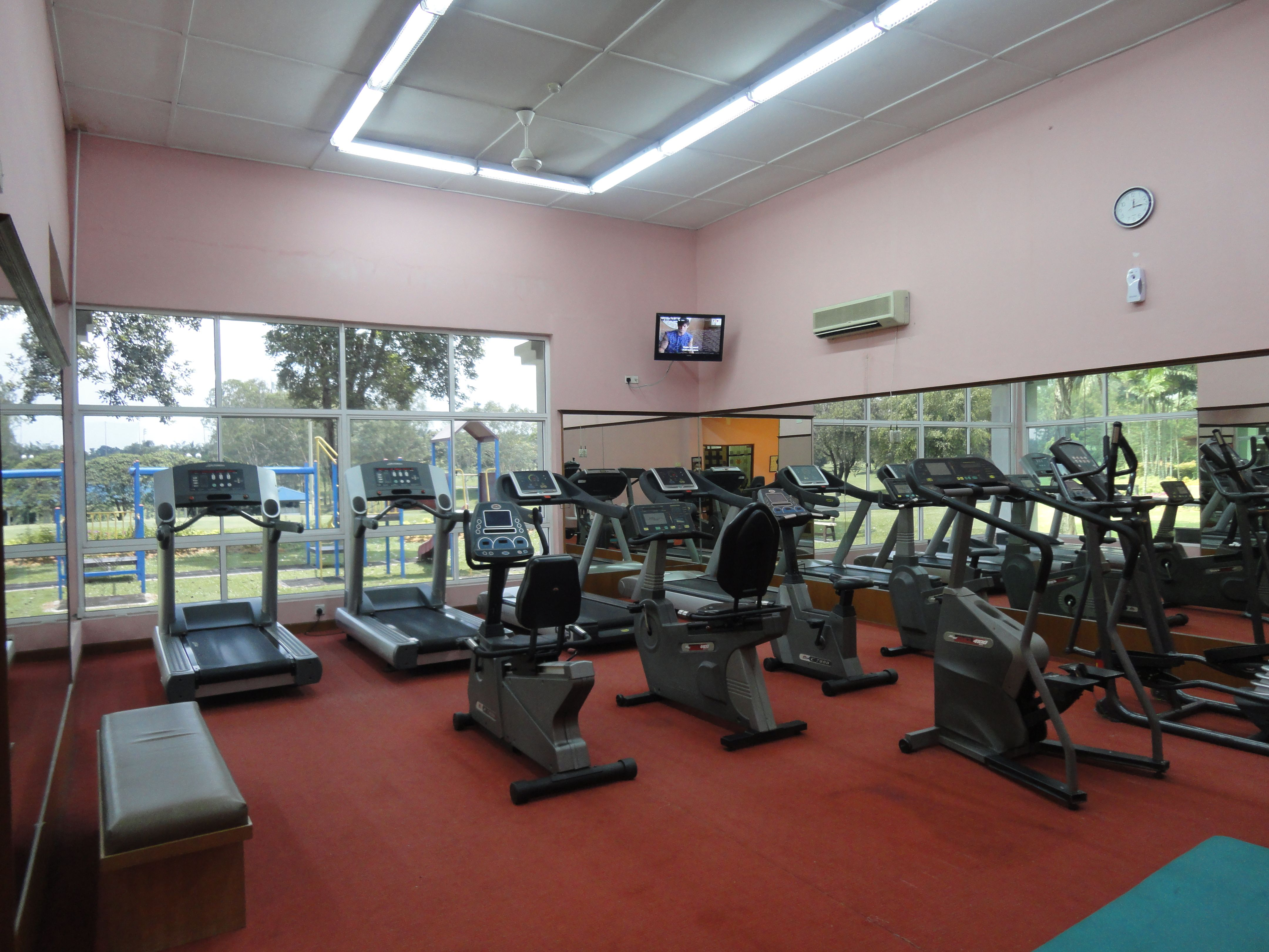 Gymnasium center at holiday inn kuala lumpur glenmarie holiday