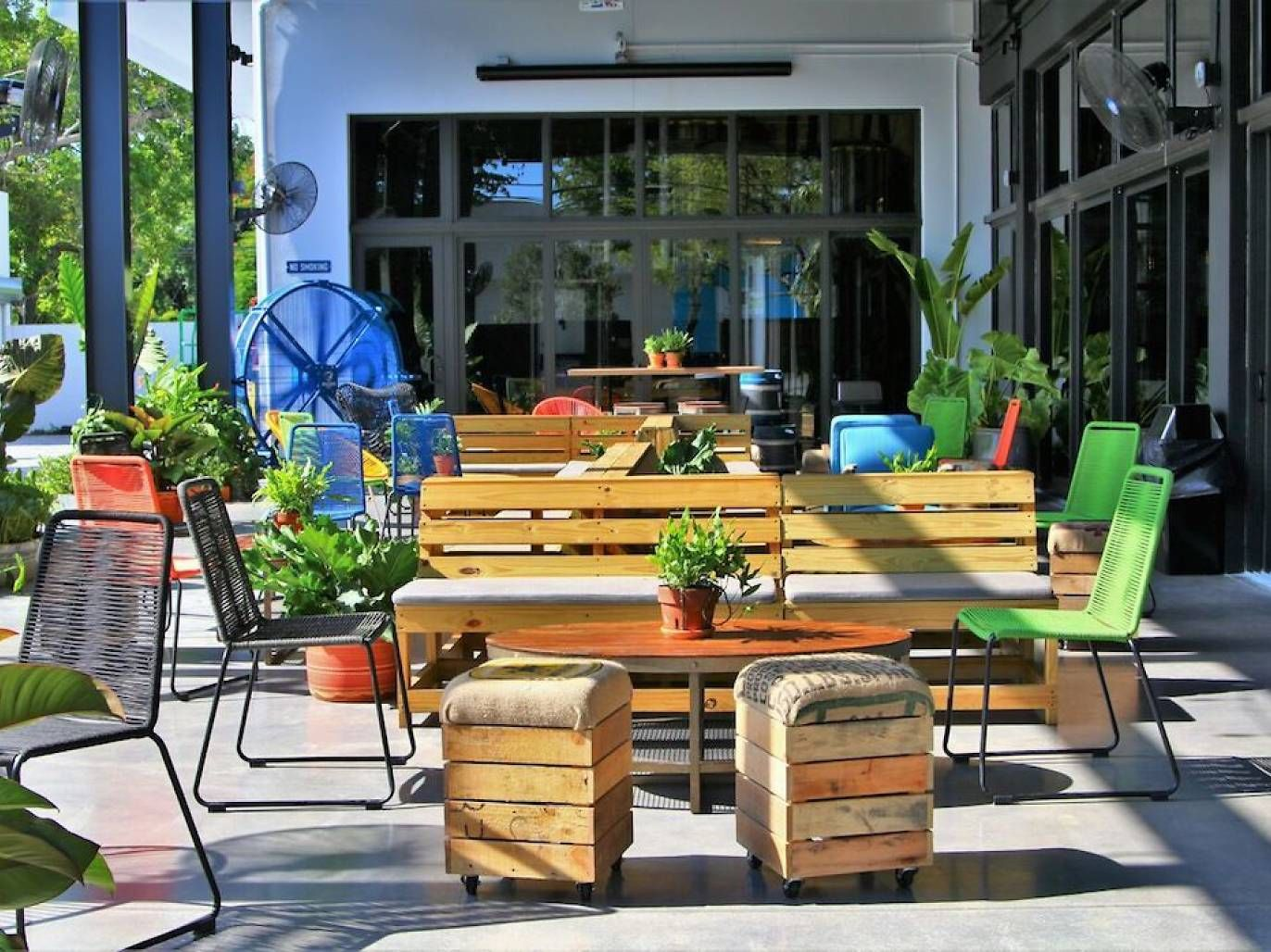 Where To Find The Best Happy Hour In Miami On Literally Any Day Of The Week Cool Bars Best Happy Hour Outdoor Furniture Sets