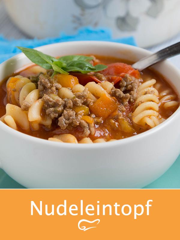 Nudeleintopf begeistert die ganze Familie. Mit diesem Rezept gelingt eine einfache, aber dennoch köstliche Mahlzeit. #nudeleintopf #pastaeintopf #eintopf #herbst #rezept #familie #lecker #kochen #herbstgerichte