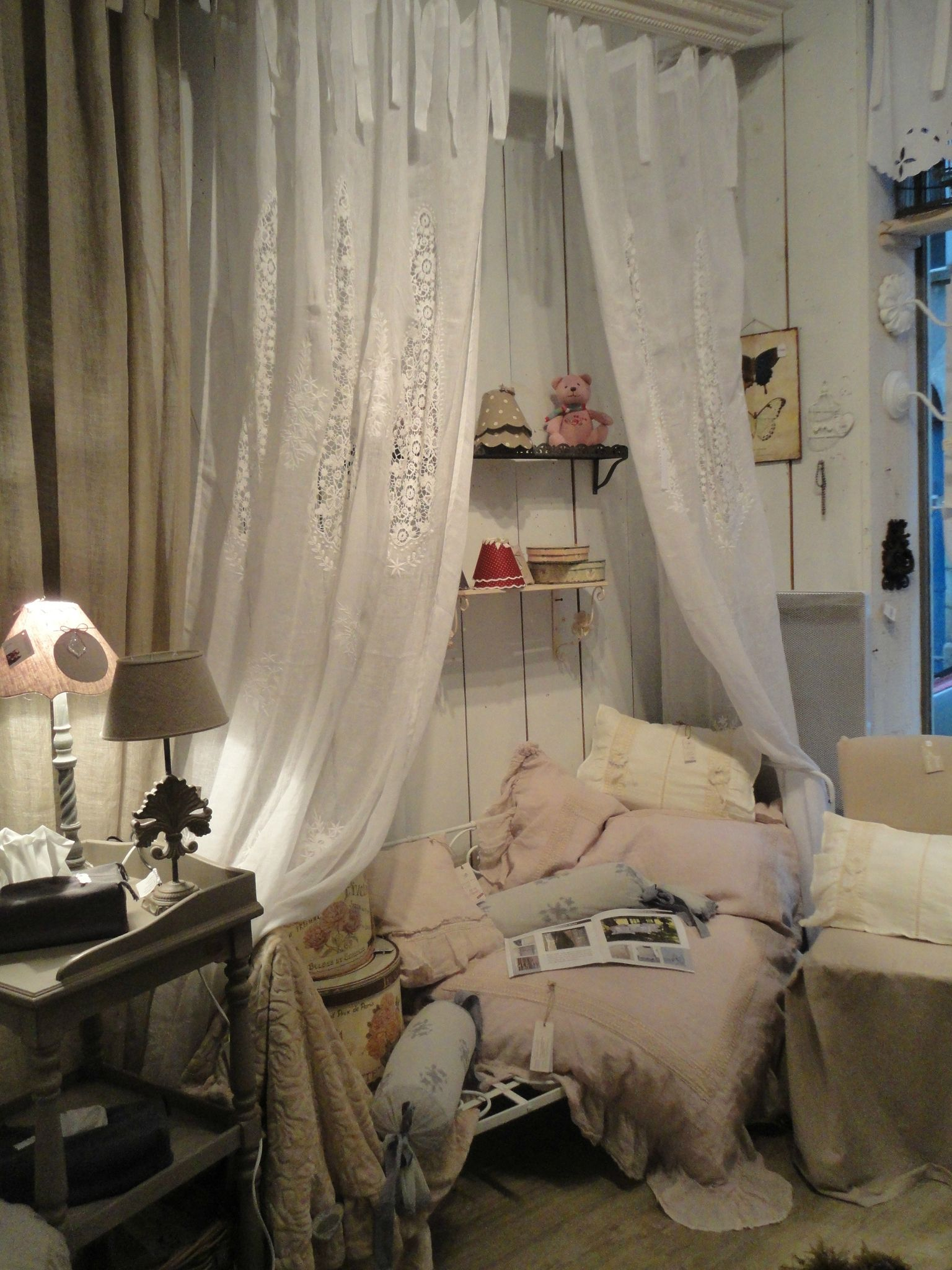 ciel de lit rideaux lin blanc rideaux fen tres. Black Bedroom Furniture Sets. Home Design Ideas