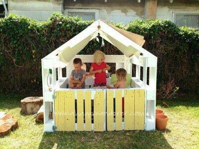 spielhaus aus paletten garten pinterest spielhaus kinderspielhaus und g rten. Black Bedroom Furniture Sets. Home Design Ideas