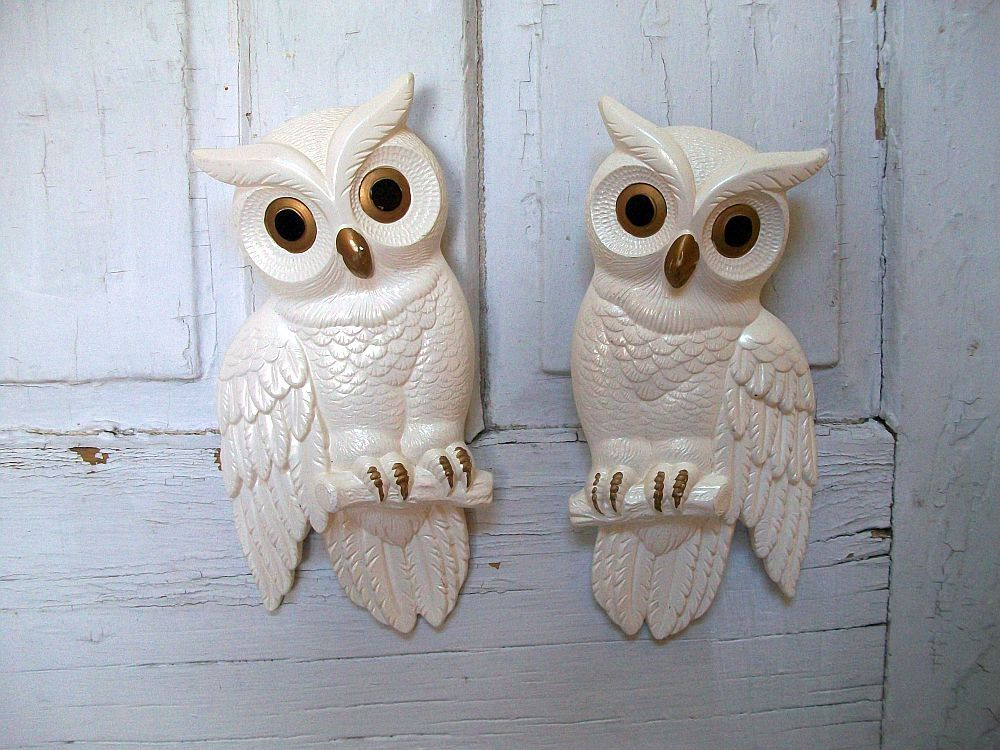 Vintage Chalkware Set Of White Owls Wall Decor By Anitasperodesign 35 00 Usd Via Etsy With Images Owl Wall Decor Owl Decor Vintage Home Accessories