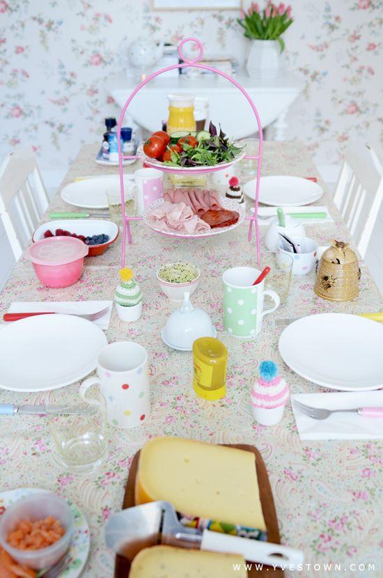 pretty tea time table