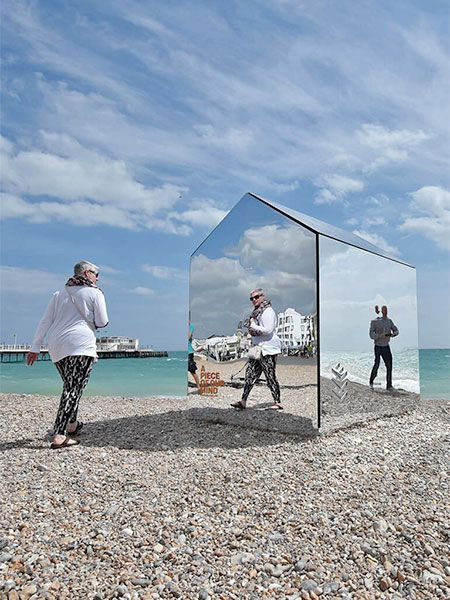 Reflective beach hut designed by ECE Architecture blends into environment and does not distract from breathtaking ocean views.
