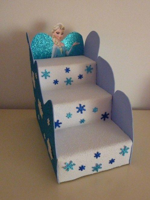 Creativo exhibidor de dulces o postres reutilizando cajas for Materiales para hacer una escalera