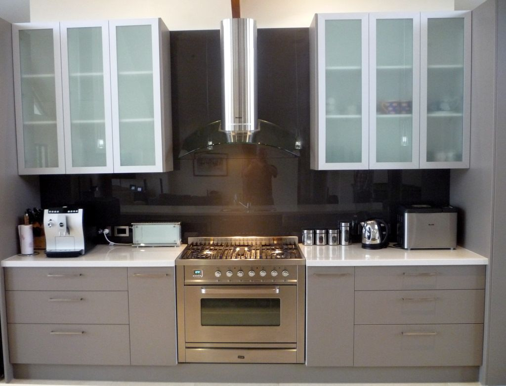 White overhead kitchen cabinets with frosted glass door for Kitchen cabinet doors with glass