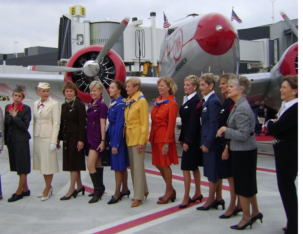 T5 Twa, Flight training, Airline uniforms