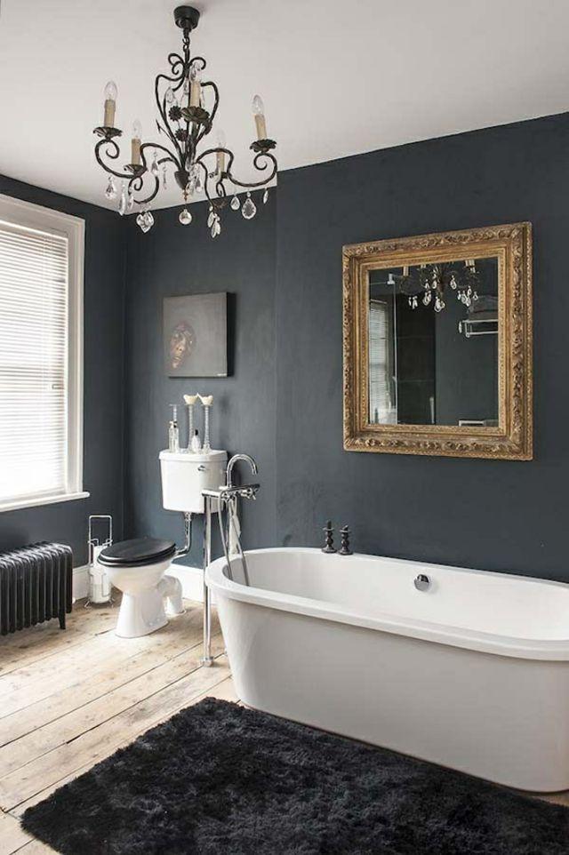 Des teintes sombres pour une salle de bain moderne Wood mirror - Salle De Bain Moderne Grise