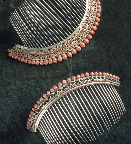 00aee3e76556 Empire combs Joyas De Coral
