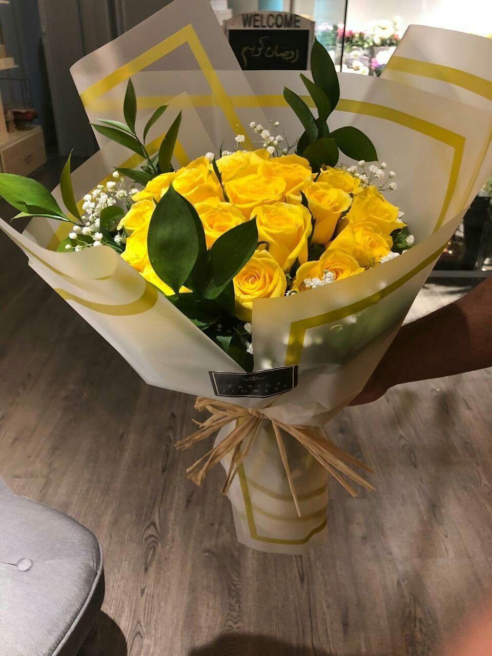 تشبهين الورد الاصفر وإن ضحكتي حاول انه يشبهك لـ عيونك ي شيخه Table Decorations Decor Home Decor