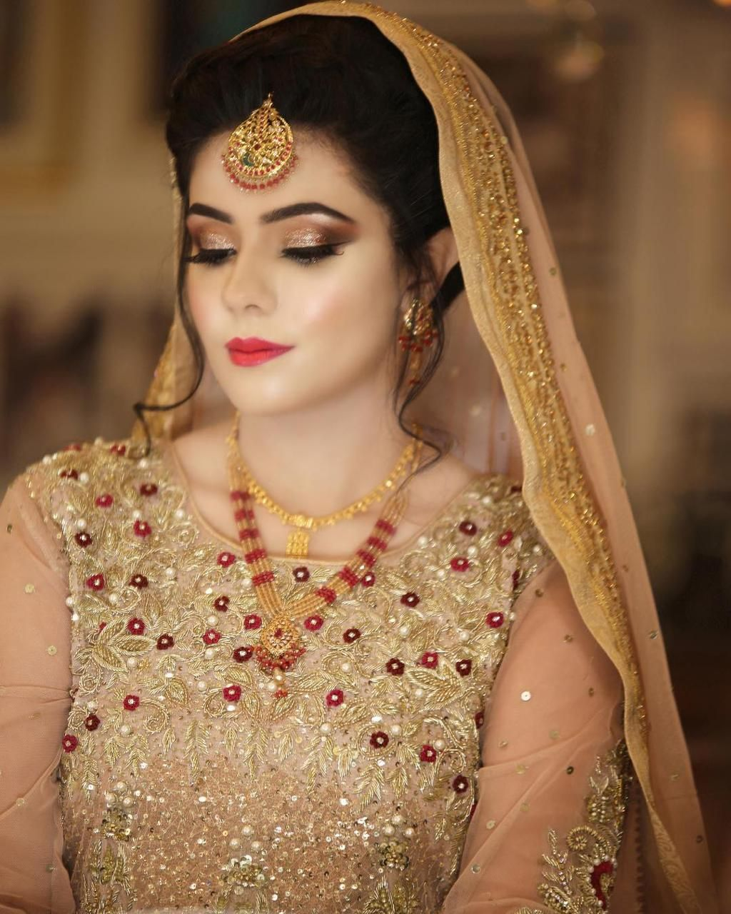 Are you rummaging for the Best bridal makeup artist in Delhi Finding the professional makeup artist