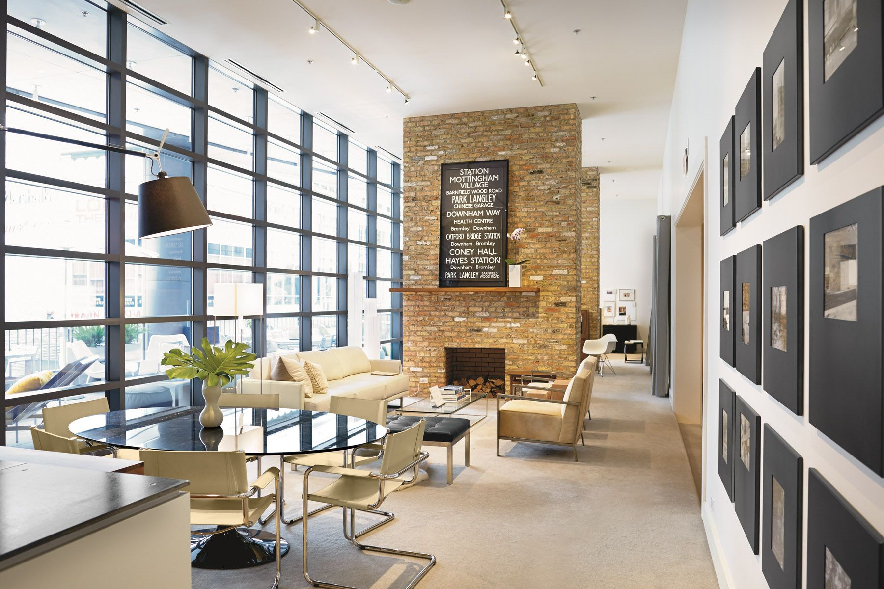 Contemporary furniture stores in chicago il - Interior Of Downtown Chicago Il