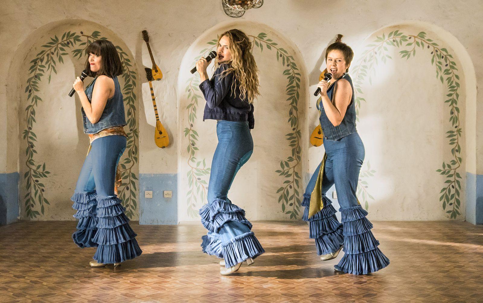 Mamma Mia Stars Cher Amanda Seyfried Lily James Talk Fashion Feminism The Power Of Song Top Halloween Costumes Mamma Mia Mama Mia