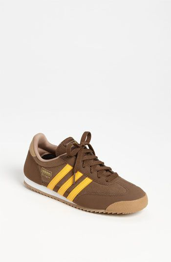 woo per la nuova recluta.scarpe da ginnastica adidas