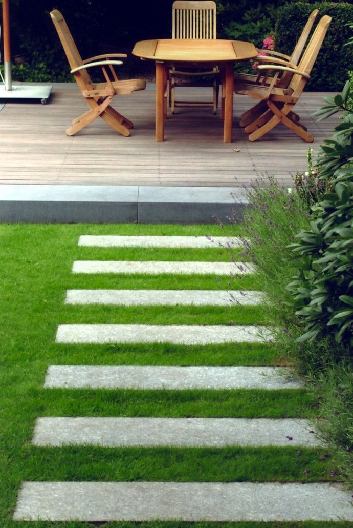 mauern pflasterungen trittplatten in rasen oder kies 1 weg pinterest garten garten. Black Bedroom Furniture Sets. Home Design Ideas
