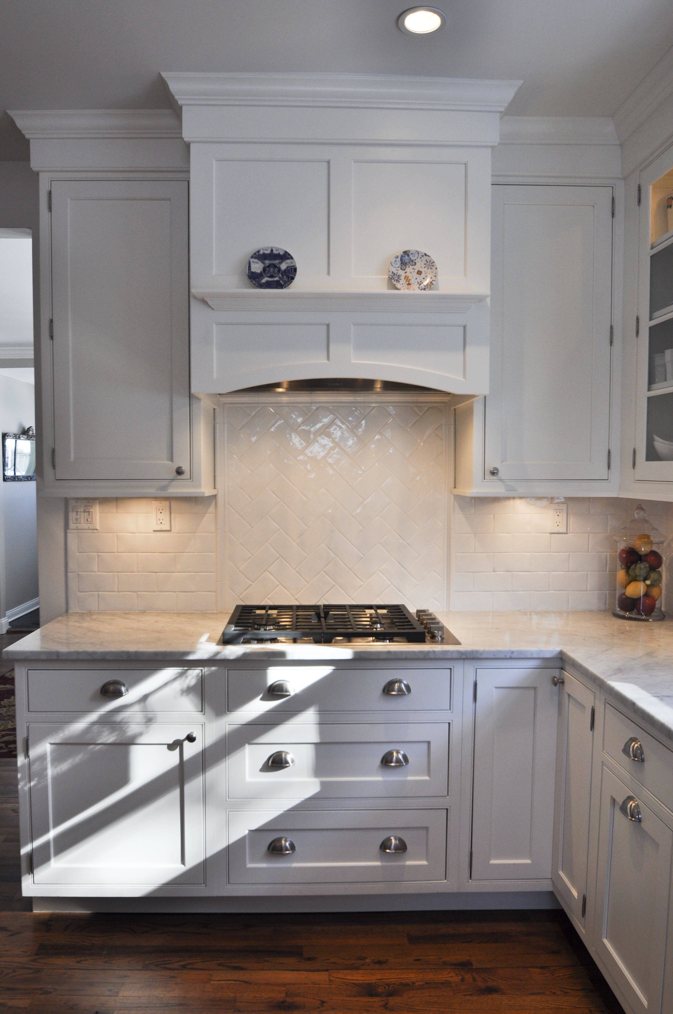 Kitchen Island Extractor Ideas Gas Cooktop With Under Cabinet Lighting, Built-in Hood