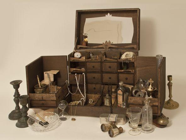 cabinet de curiosit m pour bijoux petites curiosit s. Black Bedroom Furniture Sets. Home Design Ideas