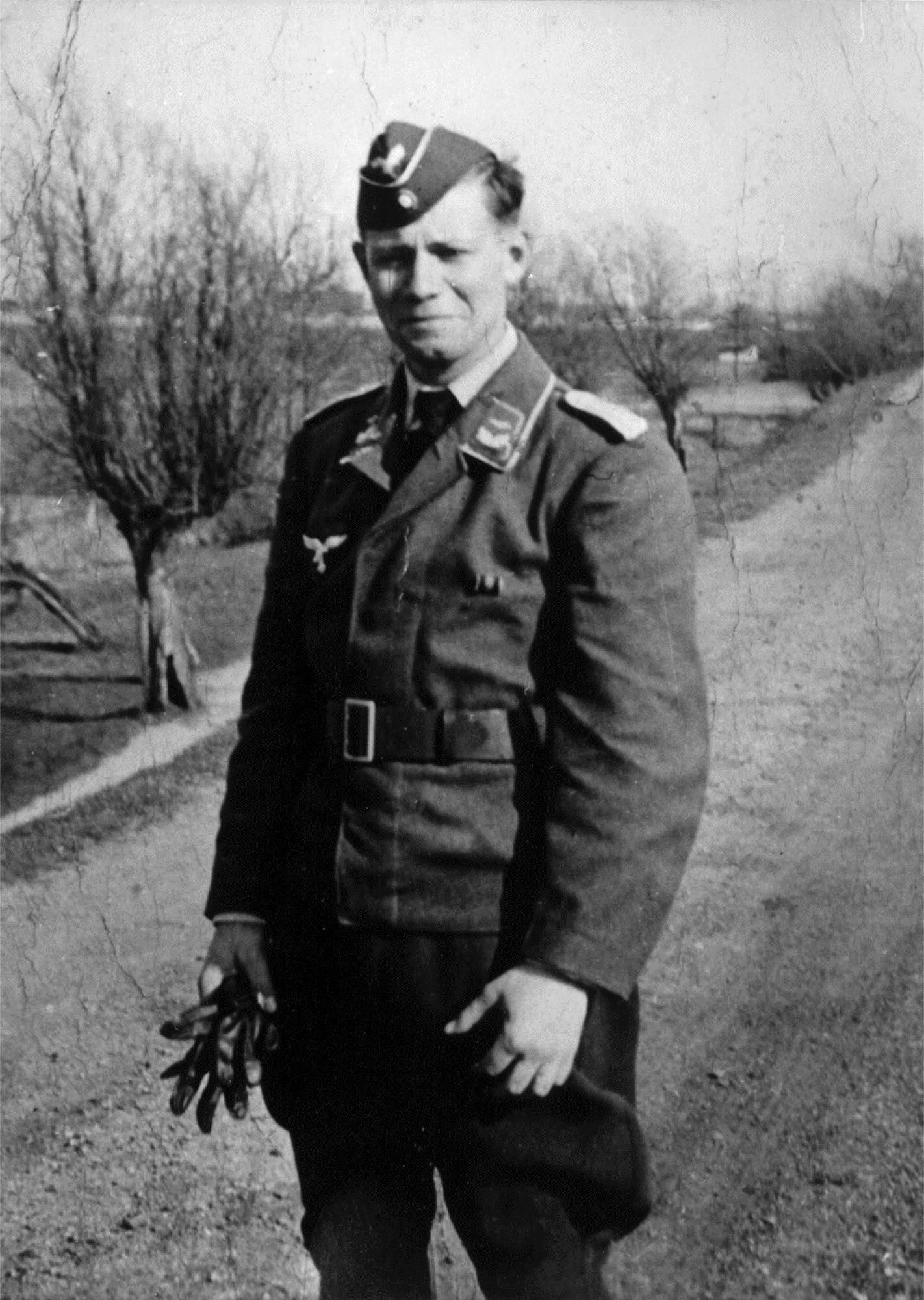 Day reenactment ww ii pictures pinterest -  Chancellor Helmut Schmidt When He Was A Second Lieutenant Of The Air Force Of The Deutsche Wehrmacht During The World War Ii At An Unknown Location