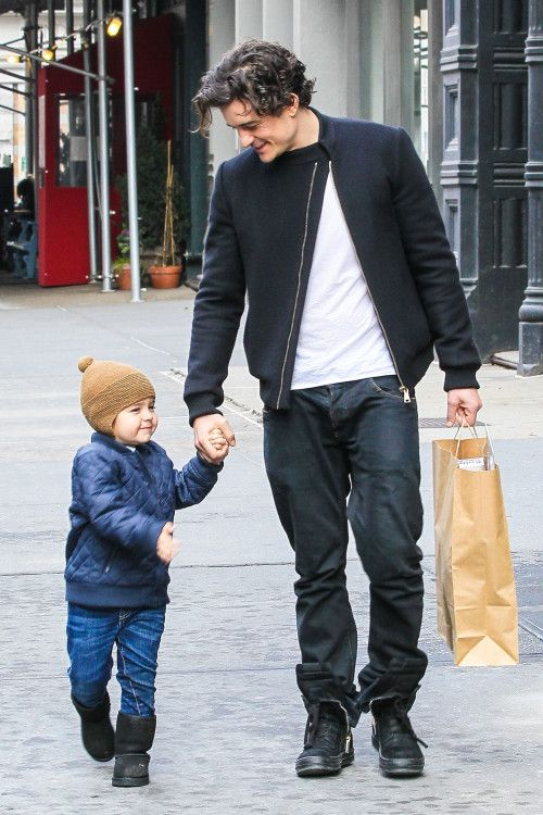 Orlando Bloom: Christmas Shopping with Flynn!: Photo