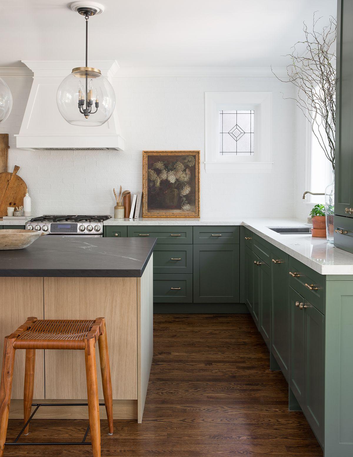 A Home In Toronto Gets A Style Makeover Rue Interior Design Kitchen Kitchen Interior Minimalist Kitchen