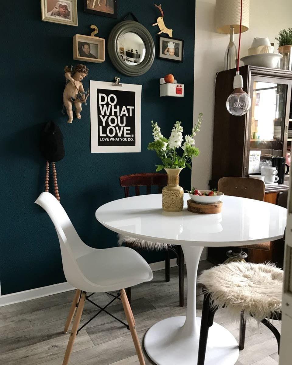 Der weiße Tisch kommt vor der tollen Wandfarbe bei Mitglied ...