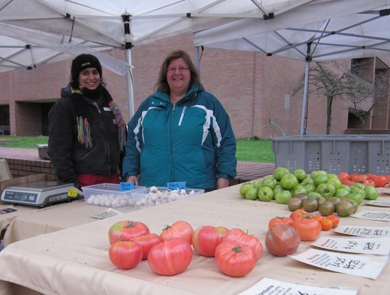 Heirloom tomatoes from Kittitas Valley Greenhouse. Thanks to all the vendors who support Community Lunch with donations.