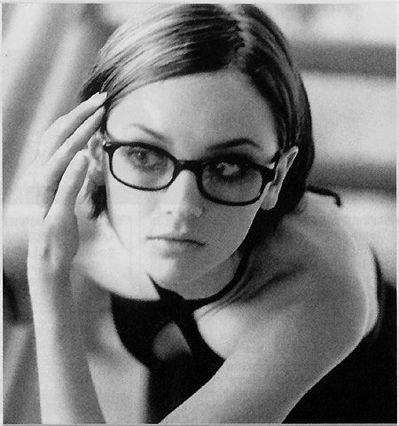 rachael leigh cook glasses nude