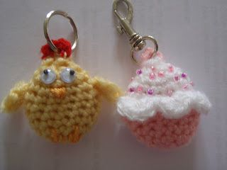 Chicken and Cupcake Keychain Charm - FREE Crochet Pattern and Tutorial