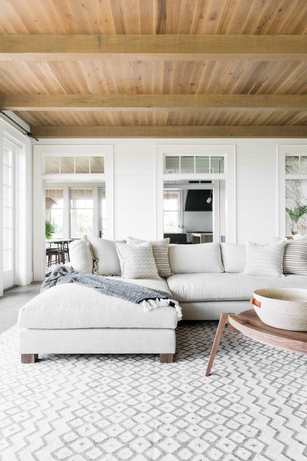 Wohnzimmer einrichten modern monochrom schlicht gemütlich