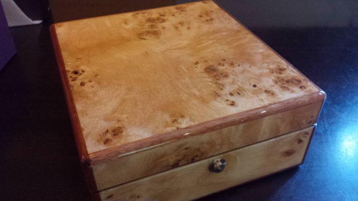Stevige houten kist voor zes horloges vak voor zes horloges monet